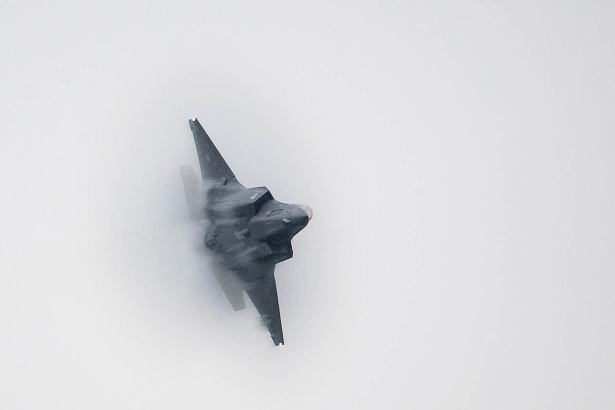 F-35 in actie tijdens de Luchtmachtdagen 2016 op Vliegbasis Leeuwarden.