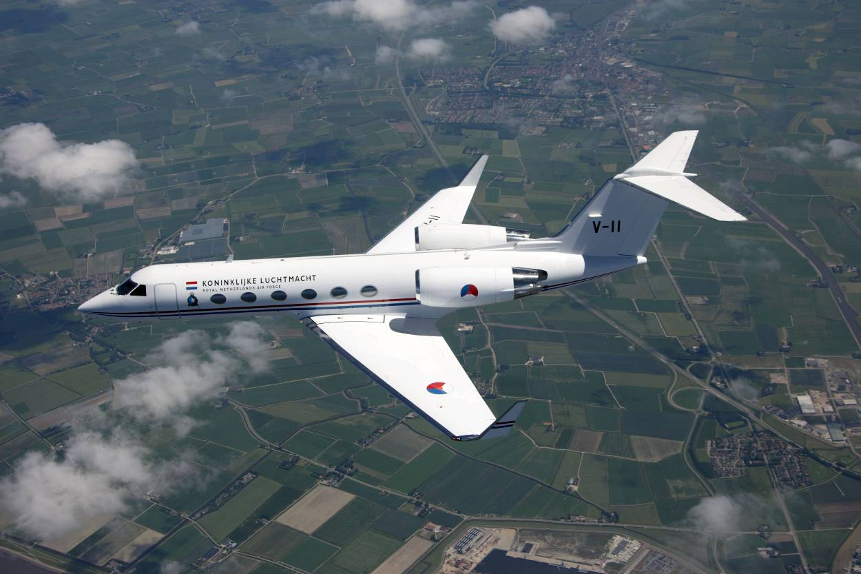 https://www.defensie.nl/binaries/large/content/gallery/defensie/content-afbeeldingen/onderwerpen/materieel/vliegtuigen-en-helikopters/gulfstream-iv/gulfstream-boven-land.jpg