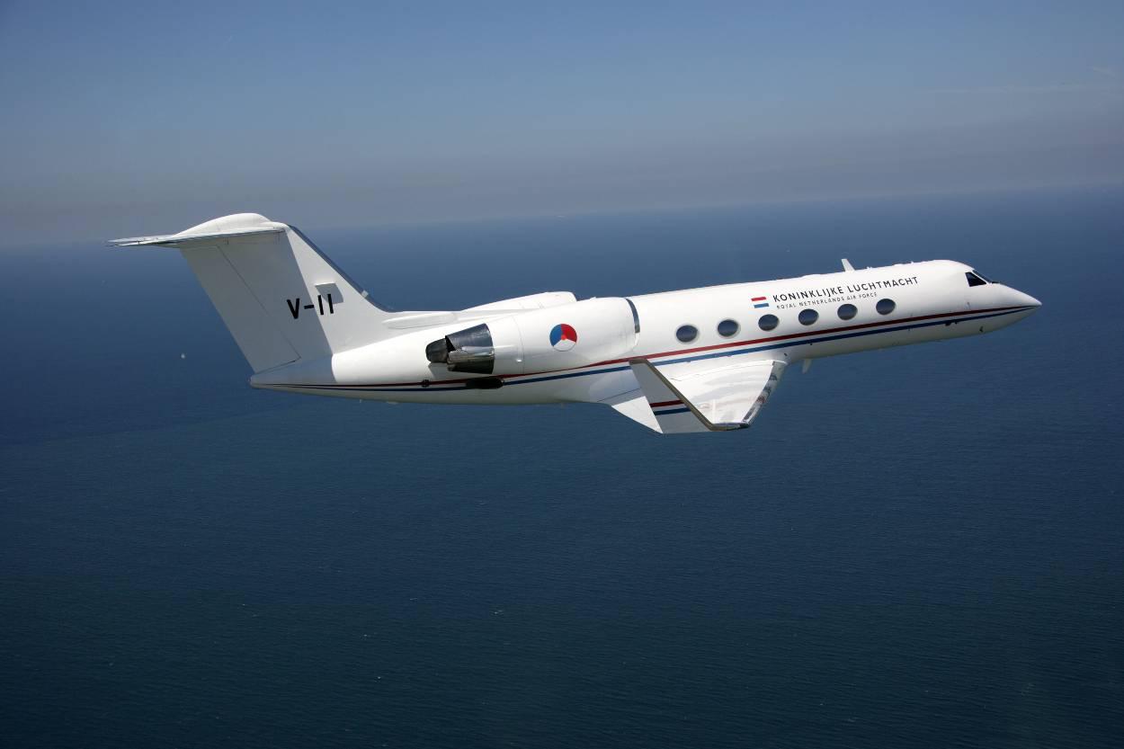 https://www.defensie.nl/binaries/large/content/gallery/defensie/content-afbeeldingen/onderwerpen/materieel/vliegtuigen-en-helikopters/gulfstream-iv/gulfstream-in-de-lucht-boven-water.jpg