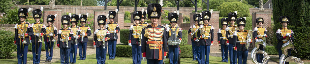 Regimentsfanfare Garde Grenadiers en Jagers in ceremonieel tenue