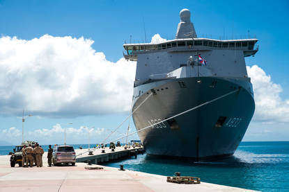 Zr.Ms. Karel Doorman aan de kade in Sint Maarten.