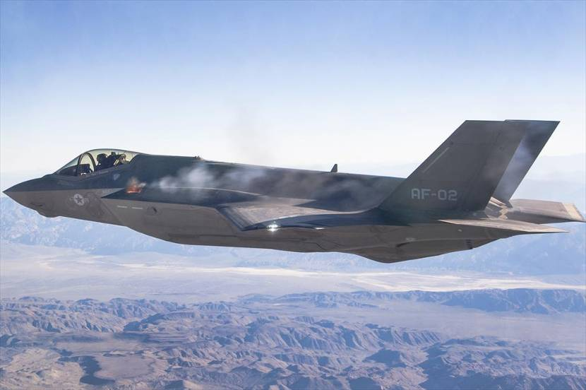 De eerste schoten van een F-35 in de lucht (Foto: Chad Bellay, Edwards F-35 Integrated Test Force).
