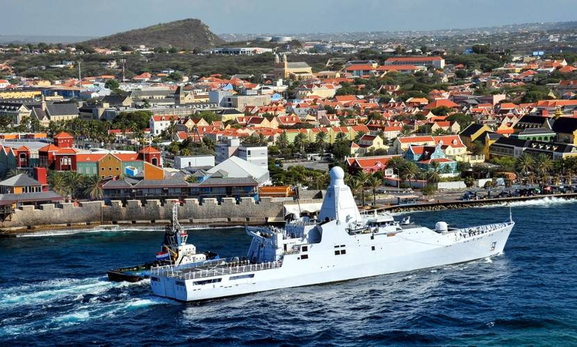 Zr. Ms. Holland in Curaçao.