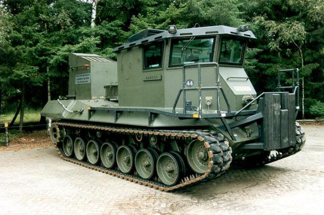 Zijaanzicht Leopard 1-Beach Armoured Recovery Vehicle.